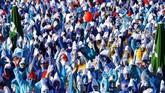 Lauchringen, Jerman menjadi lautan biru saat lebih dari dua ribu 'Smurf' berkumpul. (REUTERS/Arnd Wiegmann)
