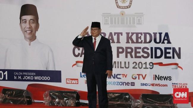 Capres nomor urut 02 Prabowo Subianto tiba untuk mengikuti debat capres 2019 putaran kedua di Hotel Sultan, Jakarta, Minggu (17/2/). Pada debat kemarin malam, Prabowo tak didampingi Sandiaga Uno karena debat kedua hanya mempertemukan kedua capres. (CNN Indonesia/Andry Novelino)