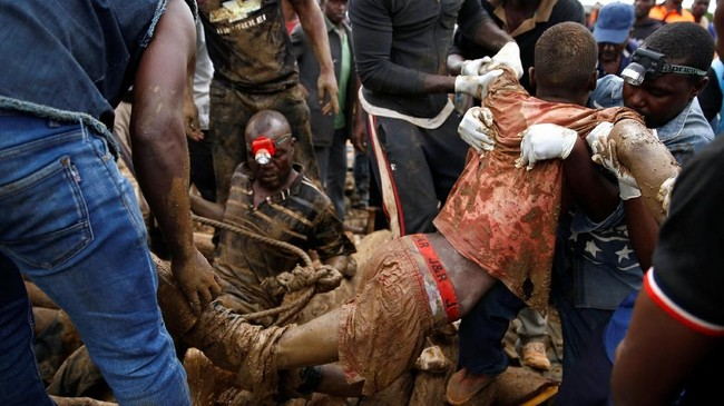 Penambangan emas ilegal di Zimbabwe mirip dengan Indonesia yang berisiko tinggi karena tidak memenuhi standar keamanan. (REUTERS/Philimon Bulawayo)