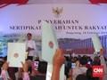 Bagikan Sertifikat, Jokowi Singgung Sengketa Tanah Rakyat