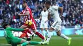 Real Madrid mendapat perlawanan sengit saat melawan Girona. Madrid baru mampu memecah kebuntuan pada menit ke-25. (REUTERS/Susana Vera)