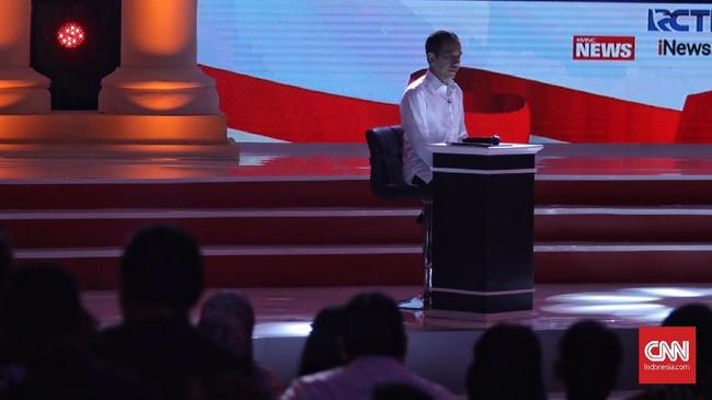 Sementara Jokowi dalam pernyataan penutup menegaskan bahwa dalam pemerintahannya ia telah membubarkan Petral, mengambil alih Freeport serta Blok Minyak Rokan dan Mahakam. (CNN Indonesia/Hesti Rika)