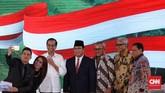 Dua calon presiden Joko Widodo dan Prabowo Subianto berfoto bersama usaiDebat Capres Kedua di Hotel Sultan. Debat ketiga sendiri akan digelar pada 17 Maret dan mempertemukan cawapres Maruf Amin dan Sandiaga Uno. (CNN Indonesia/Hesti Rika)
