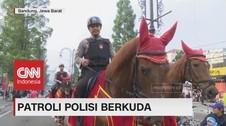 Patroli Polisi Berkuda Mengundang Perhatian Warga