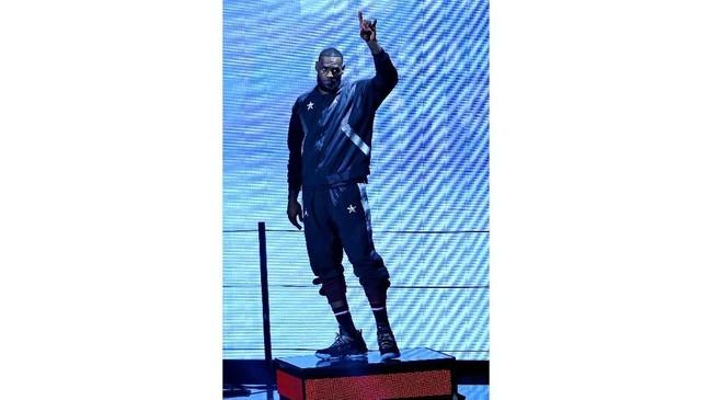 Kapten Tim LeBron, Lebron James, diperkenalkan sebelum pertandingan NBA All Star 2019 di Spectrum Center, Charlotte, Senin (18/2) pagi WIB. (REUTERS/Jeremy Brevard-USA TODAY Sports)