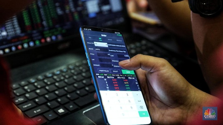 Kompetisi jual beli saham Oppo Stocks in Your Hand di Bursa Efek Indonesia, Senin (18/2/2019). kompetisi jual beli saham Oppo Stocks in Your Hand (CNBC Indonesia/Andrean Kristianto)