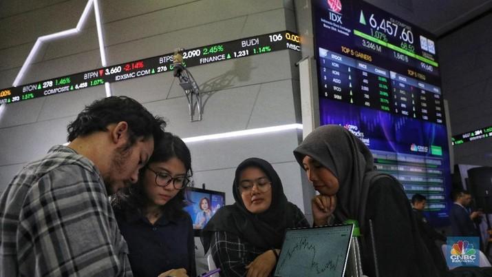 Kompetisi jual beli saham Oppo Stocks in Your Hand di Bursa Efek Indonesia, Senin (18/2/2019). kompetisi jual beli saham Oppo Stocks in Your Hand (CNBC Indonesia/Andrean Kristianto)