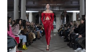 FOTO: Gaya 'Ultra Body Contouring' David Koma di London