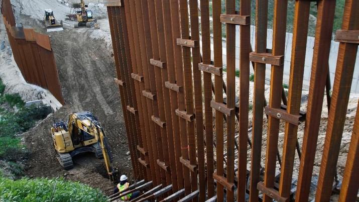 Presiden Donald Trump menyatakan keadaan darurat nasional dalam untuk mendapatkan anggaran pembanguan tembok perbatasan AS-Meksiko.
