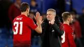 Manajer Ole Gunnar Solskjaer (kanan) kini telah mengoleksi 11 kemenangan dari 13 pertandingan sejak menangani Man United pada Desember 2018. Jumlah itu lebih banyak daripada catatan kemenangan Jose Mourinho di musim ini. (Action Images via Reuters/John Sibley)