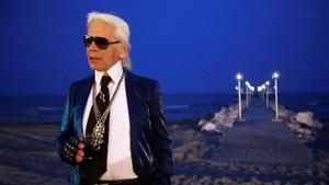 Asal-usul Kuncir Kuda Putih di Rambut Karl Lagerfeld