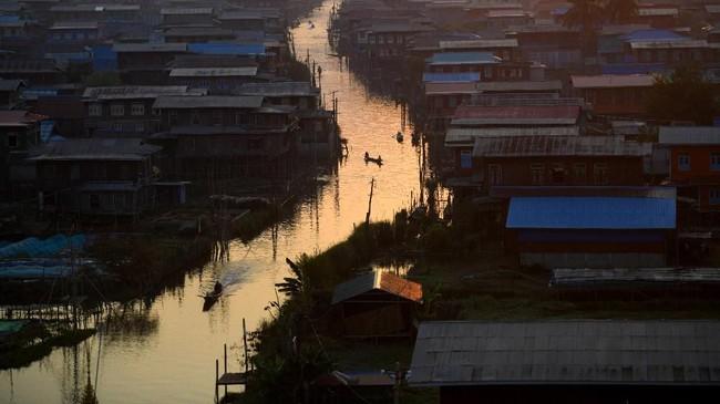 Pada Juni 2015, danau ini ditetapkan sebagai Jaringan Cagar Biosfer Dunia, merupakan yang pertama untuk Myanmar. Diharapkan, padatnya populasi tidak mengurangi kelestarian danau di masa depan.