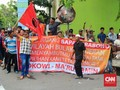 Prabowo Disambut Aksi Sindiran Massa Jokowi di Surabaya