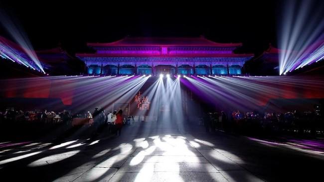 Suasana Meridian Gateatau Wu Menyang dihiasi lampion. (REUTERS/Jason Lee)