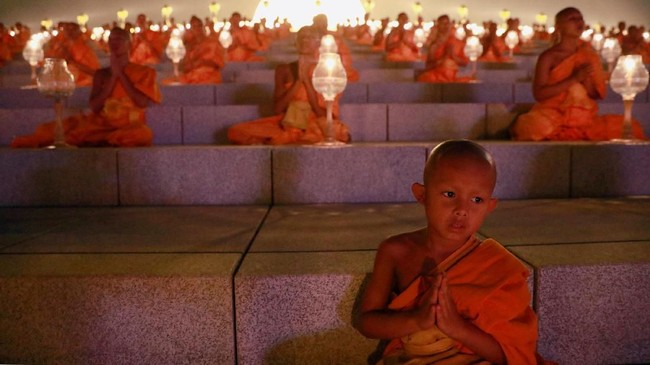 Bukan hanya itu, ajaran Budha yang lain termasuk tidak makan daging pun diterapkan. (REUTERS/Soe Zeya Tun)