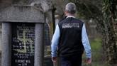 Pada Desember 2018 peristiwa serupa juga terjadi di pemakaman Yahudi di dekat Strasbourg, Herrlishem. (REUTERS/Vincent Kessler)