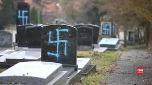VIDEO: Makam Yahudi di Prancis Dicoreti Lambang Swastika