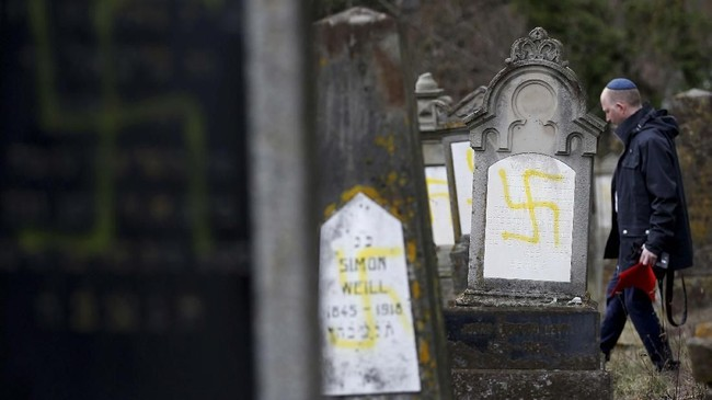 Etnis Yahudi di Prancis merasa cemas karena gerakan anti-Semit semakin gencar menargetkan mereka. (REUTERS/Vincent Kessler)