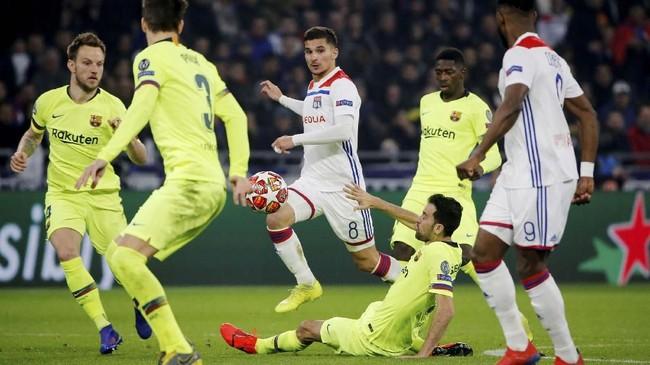 Skor imbang tanpa gol cukup menguntungkan bagi Barcelona yang akan menjamu Lyon pada leg kedua di Camp Nou pada 13 Maret mendatang. (REUTERS/Jean-Paul Pelissier)