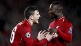 Naby Keita mendapat motivasi dari rekan setim di Liverpool Andrew Robertson. (Reuters/Carl Recine)