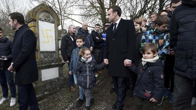 Menurut kepolisian Prancis, aksi anti-Yahudi pada 2018 lalu tercatat mengalami peningkatan hingga 74 persen. (Frederick Florin/Pool via REUTERS)