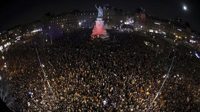 Pengunjuk rasa Rompi Kuning juga mencemooh tokoh-tokoh Yahudi di Prancis, dan menyatakan mereka tidak berhak hidup di sana. (REUTERS/Philippe Wojazer)