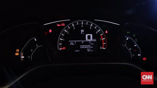 Panel instrument Civic 1.5L Turbo lebih sporty dan asyik dipandang. Bagian ini memberikan informasi kecepatan mobil, volume BBM dan jarak tempuh mobil. (CNN Indonesia/Hesti Rika)