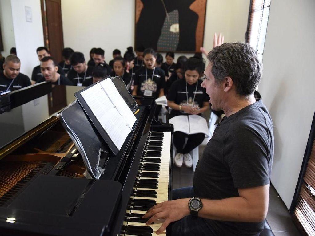 Di program Indonesia Menuju Broadway seniman muda yang diaudisi diseleksi dari tiga tahap yakni menari, menyanyi, dan akting. Istimewa/Bakti Budaya Djarum Foundation.