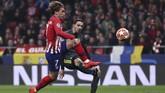 Di pertengahan babak kedua Antoine Griezman membuat pendukung Juventus ketar-ketir setelah bola lobnya membentur mistar gawang Szczesny.(REUTERS/Sergio Perez)