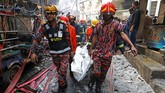 Pemadam kebakaran menyatakan seluruh korban meninggal berhasil dievakuasi. (REUTERS/Mohammad Ponir Hossain)