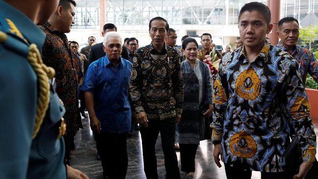 Jenguk Ani Yudhoyono, Jokowi dan Kaesang Disambut AHY