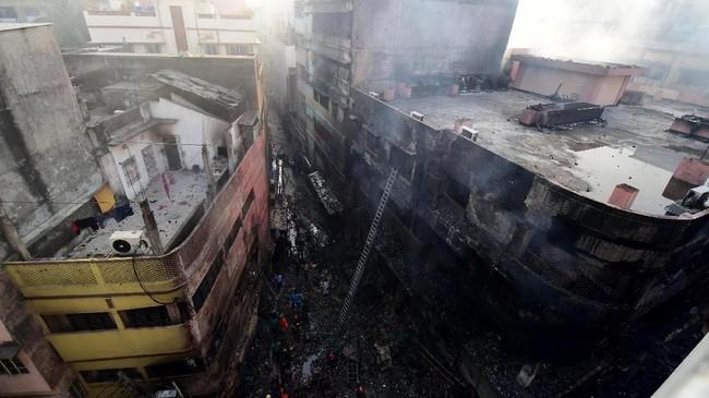 Sekitar 50 orang luka-luka dalam kebakaran di Bangladesh. (Photo by Munir UZ ZAMAN / AFP)