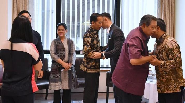 Bertolak ke Singapura, Jokowi Ajak Keluarga Jenguk Ibu Ani