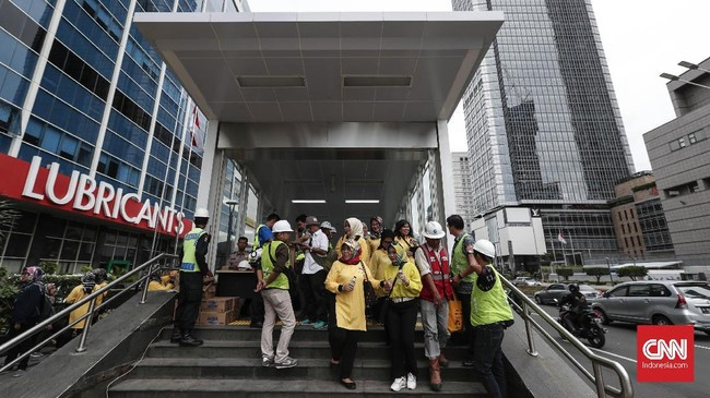 Masyarakat umum dapat ikut melakukan uji coba pada 12 Maret 2019. Syaratnya, warga hanya perlu mendaftarkan diri melalui website MRT Jakarta. (CNNIndonesia/Safir Makki)