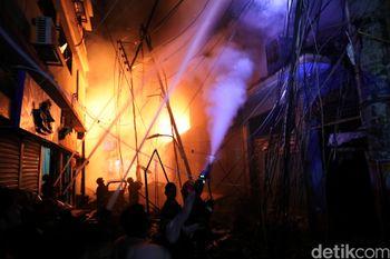 Tragis! Puluhan Orang Tewas dalam Kebakaran Gudang Kimia di Dhaka