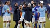 Para pemain Manchester City merayakan kemenangan atas Schalke di leg pertama. The Citizens selanjutnya akan menjamu Schalke di Stadion Etihad, 12 Maret mendatang. (Reuters/Matthew Childs)