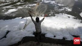 KLHK Sebut Sisa Kosmetik dan Losion Nyamuk Cemari Sungai