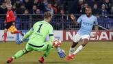 Manchester City akhirnya memastikan kemenangan 3-2 atas Schalke lewat gol Raheem Sterling saat injury time babak kedua. (Reuters/Matthew Childs)