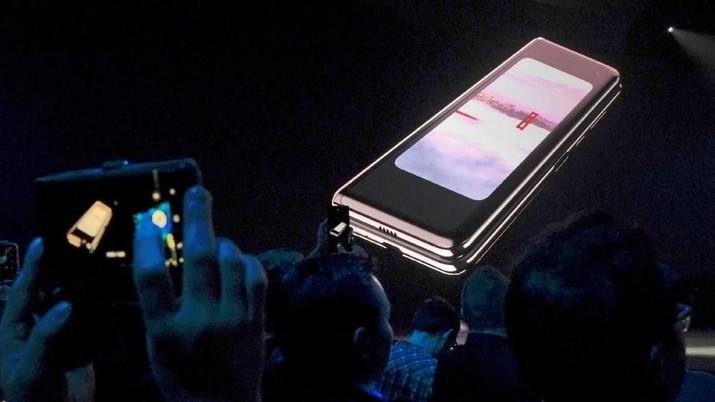 Mengintip Galaxy Fold, Ponsel Samsung Seharga Motor