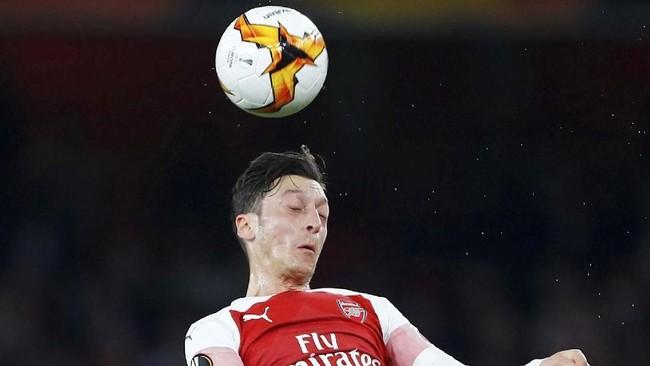 Mesut Oezil kembali masuk dalam daftar susunan pemain inti Arsenal. Gelandang asal Jerman itu ditempatkan sebagai gelandang serang mengisi posisi di belakang Piere-Emerick Aubameyang. (REUTERS/Eddie Keogh)