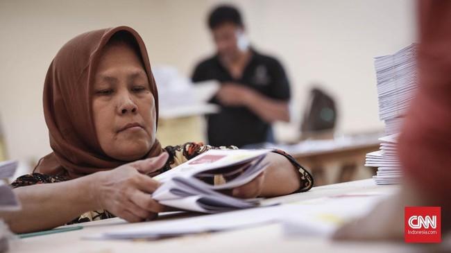 Untuk wilayah DKI Jakarta pelipatan surat suara serentak dilaksanakan mulai 18 Februari 2019 di setiap wilayah Jakarta. (CNNIndonesia/Safir Makki)