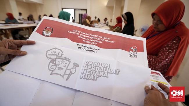 Untuk proses pelipatan surat suara pemilu yang dilakukan di GOR Pancoran itu ditujukan khusus untuk Pileg Dapil 2 (Jakarta Pusat dan Jakarta Selatan) 2019. (CNNIndonesia/Safir Makki)