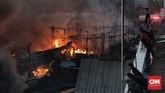 Kebakaran di Pelabuhan Nizam Zachman Muara Baru terjadi pukul 15.00 WIB. (CNN Indonesia/Adhi Wicaksono)