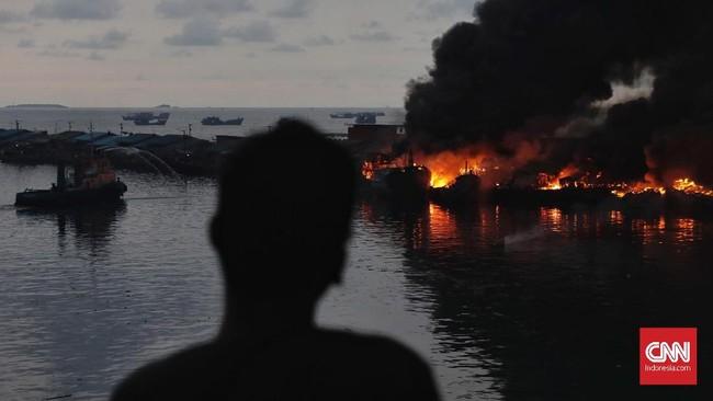 Pelabuhan Nizam Zachman Muara Baru, Jakarta Utara kebakaran. (CNN Indonesia/Adhi Wicaksono)
