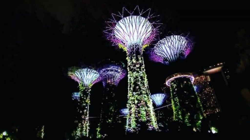 Potret Gemerlap Singapura