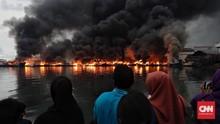 FOTO: Insiden Kapal Terbakar di Pelabuhan Muara Baru