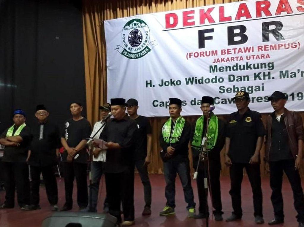 Sejumlah anggota Forum Betawi Rempug (FBR) Jakarta Utara mendeklarasikan dukungannya terhadap Calon Presiden Jokowi-Ma'ruf Amin di Auditorium Gelanggang Remaja, Tanjung Priok, Jakarta Utara. Foto: dok. FBR