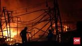 Pelabuhan Nizam Zachman Muara Baru, Jakarta Utara dilalap api. (CNN Indonesia/Adhi Wicaksono)