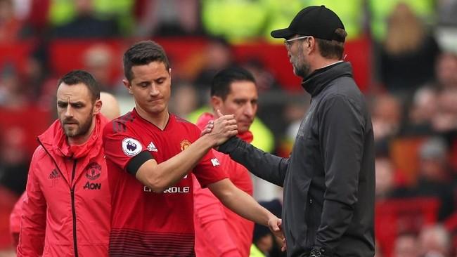Manchester United mendapat masalah tak terduga di babak pertama berupa cederanya sejumlah pemain sehingga Ole Gunnar Solskjaer dipaksa melakukan pergantian pemain di babak pertama. (Reuters/Lee Smith)