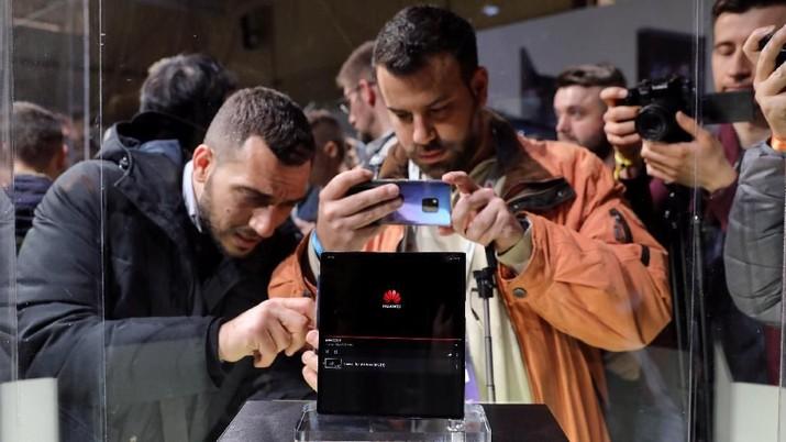 Huawei resmi meluncurkan Mate X, ponsel layar lipat penantang Samsung Galaxy Fold.